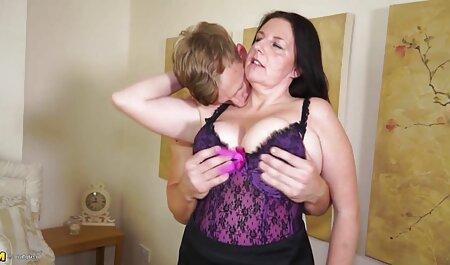 Jolie grosse fille pornograndmere Bella Bangz bourrée de bite