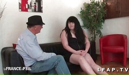 Plantureuse grand mere sexie Lola suce en POV